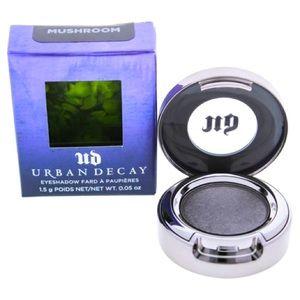 💜 3/$30 - UD Eyeshadow Single in Mushroom, BNIB